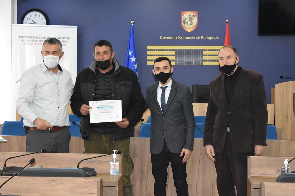 Përfundon certifikimi i përfituesëve në komunën e Podujevës