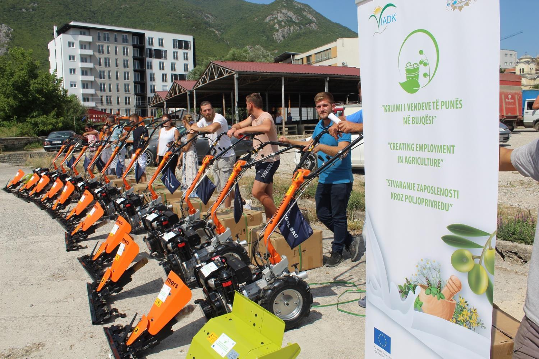IADK shpërndanë motokultivatorët për kultivuesit e BMA-ve