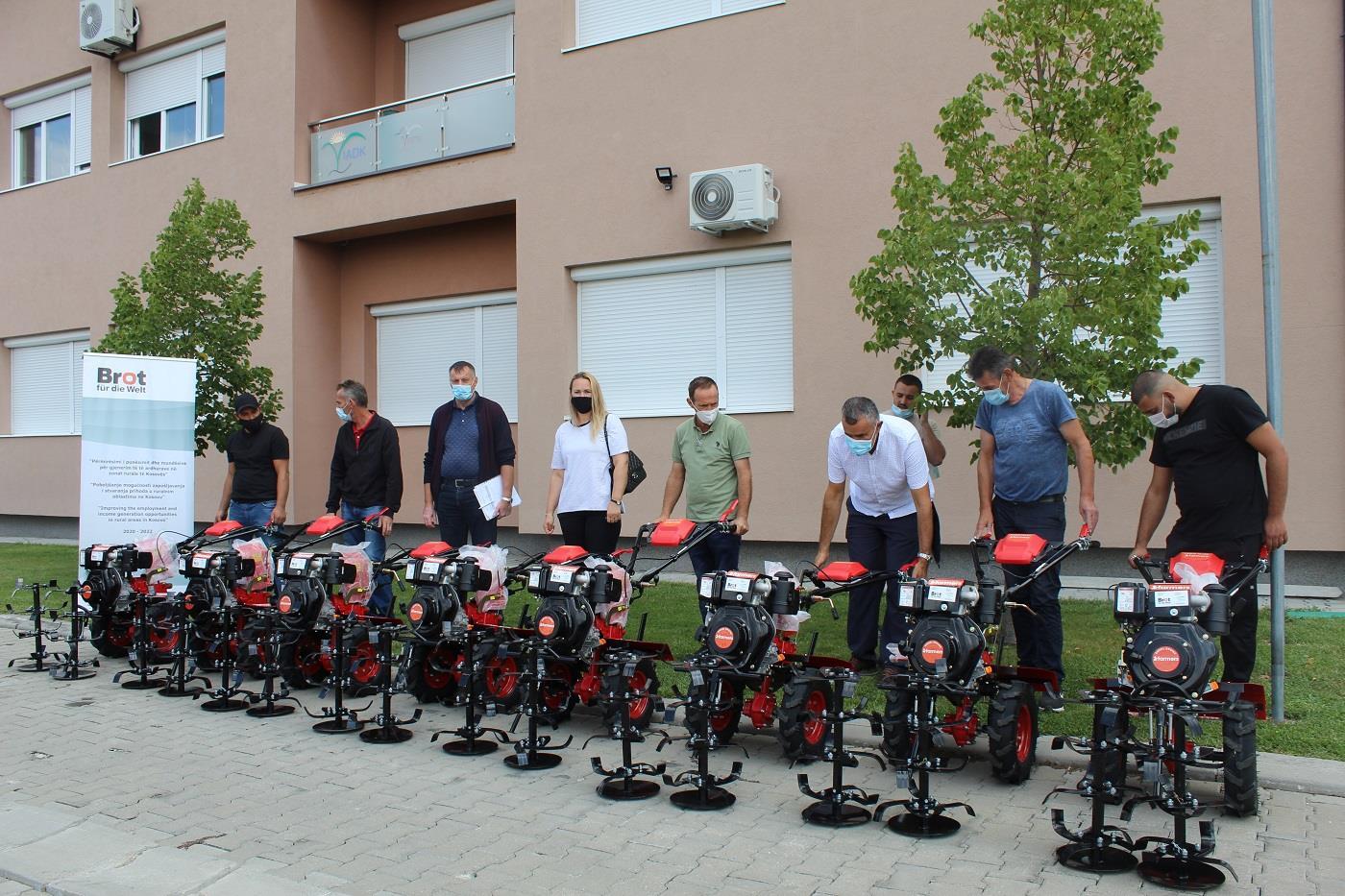 Shpërndahen 31 Motokultivator tek përfituesit e serrave